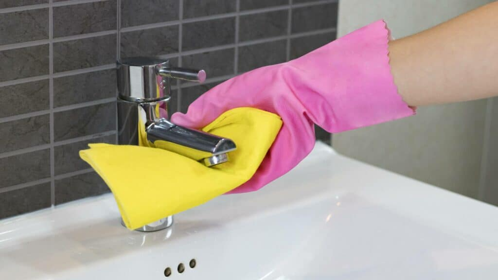 Badkamermeubel schoonmaken
